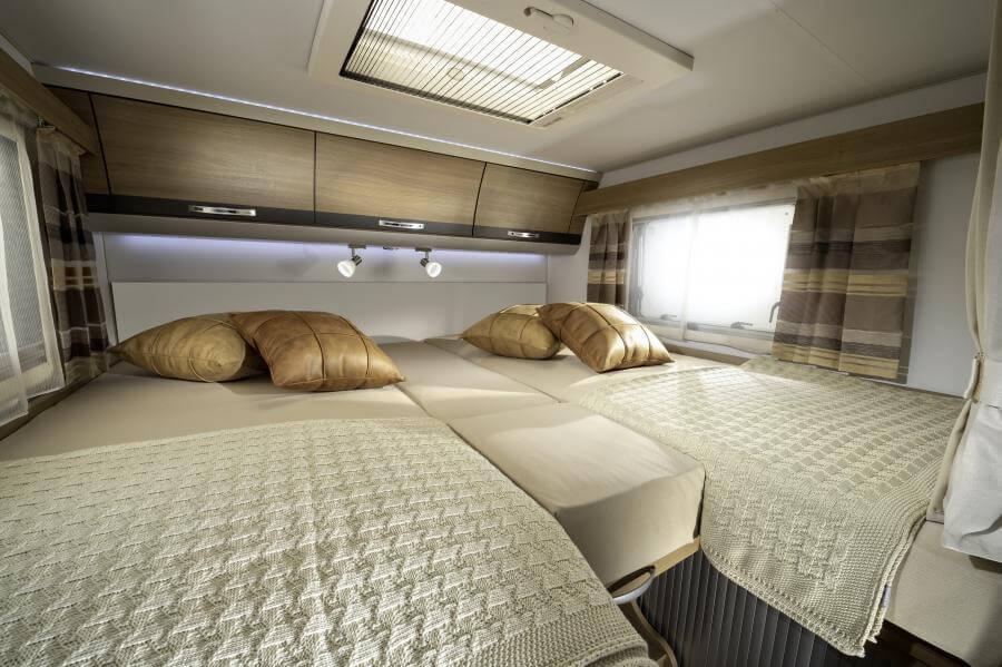 No. 7. 5011 Compact Plus Beds Together Jm40544