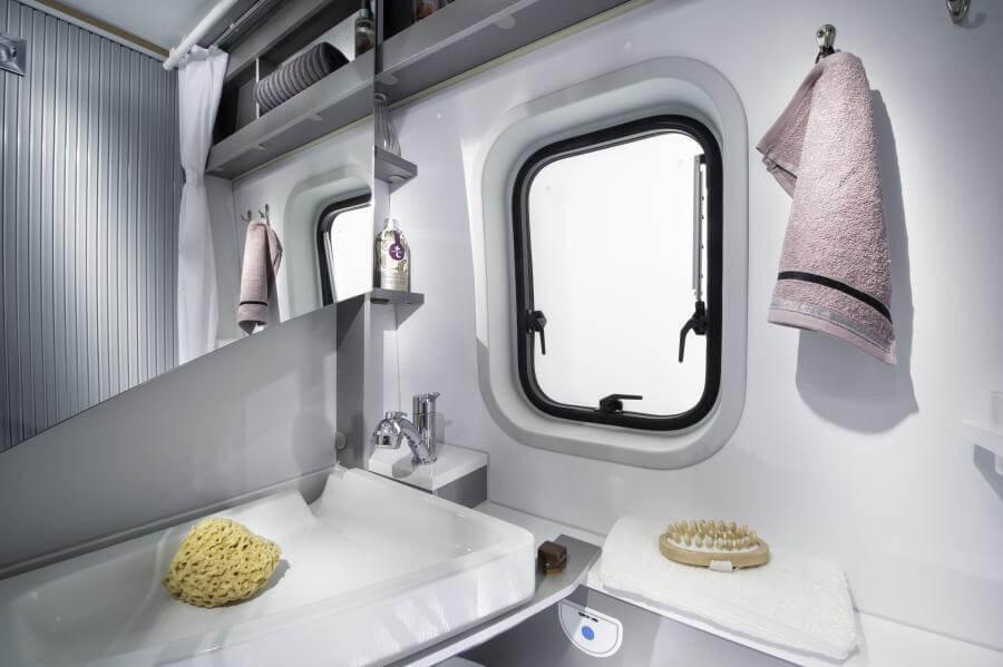 No. 11. 1867 Twin Axess 600 Sp Bathroom 4bc4487