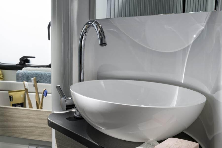 No. 10. 1869 Twin Plus 640slb Bathroom Jm46561