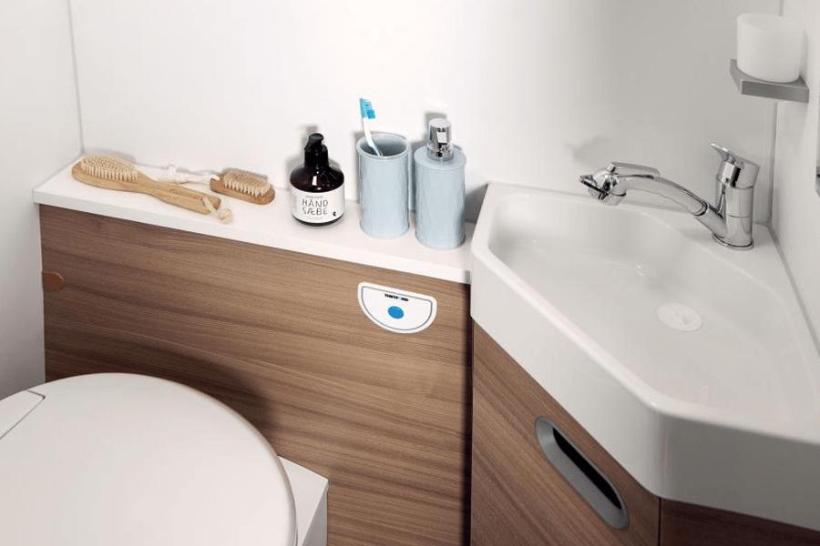 No. 10. 067 V Bathroom 1